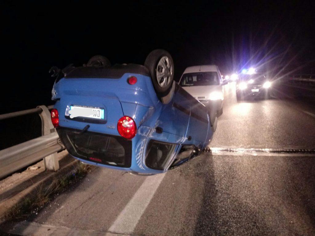 Si ribalta con l'auto e finisce contro il guardrail, paura per una 30enne di Vinchiaturo