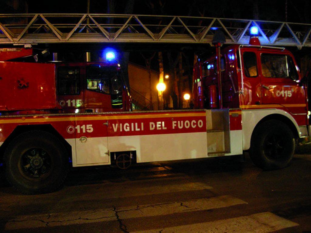 Campobasso, incendio in villetta: i Vigili del fuoco limitano i danni