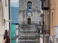 Lavori al campanile durante il Settembre Isernino: sale la protesta