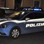 Isernia, baby-ladro sfonda il vetro di un'auto per rubare soldi