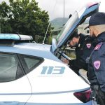 Telefonino alla guida, stretta della Polizia a Isernia: raffica di multe in poche ore