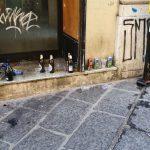 Via Ferrari ridotta a latrina, sale la protesta: «I ragazzi di oggi non sanno cosa sia il rispetto»