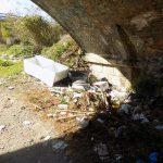 Bojano, rifiuti al ponte della ferrovia: caccia agli autori dello scempio