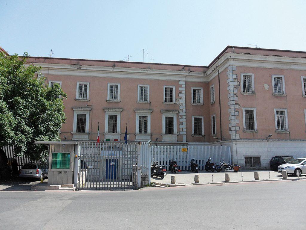 Campobasso, condannato a scontare 14 anni per truffa e furto: 53enne trasferito nell'istituto di via Cavour