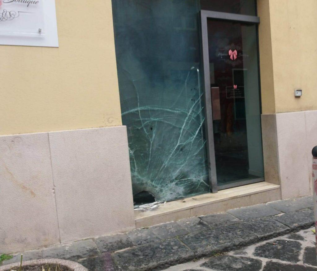Campobasso, bomba di fronte a un negozio in pieno centro: si pensa a un atto intimidatorio