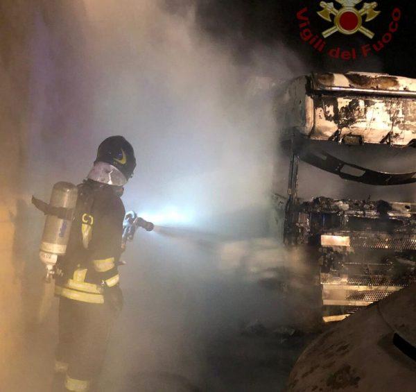 Tir In Fiamme A Sessano Tre Indagati Per Incendio Doloso