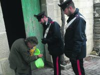 Frosolone, Natale più dolce per una nonnina sola grazie a due carabinieri
