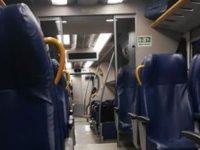 Fulmine danneggia la linea, treno bloccato a Cantalupo