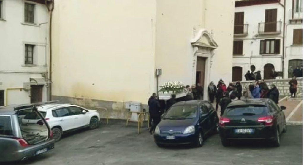 A Campobasso il rombo delle auto nell'ultimo viaggio di Martina, «ora sarai l'angelo che veglia su di noi»