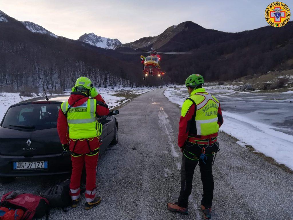 Bloccati dal ghiaccio su monte Meta, due escursionisti salvati dall'elicottero del Soccorso alpino