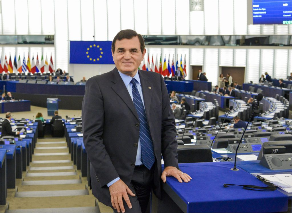 Covid, il Parlamento Ue approva le misure