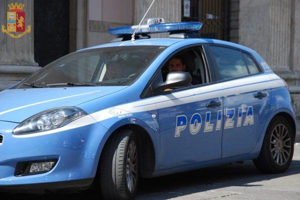 Isernia, rimane con l'auto in panne mentre va in ospedale: soccorso da due poliziotti