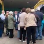 Termoli, troppa gente davanti all'ospedale San Timoteo