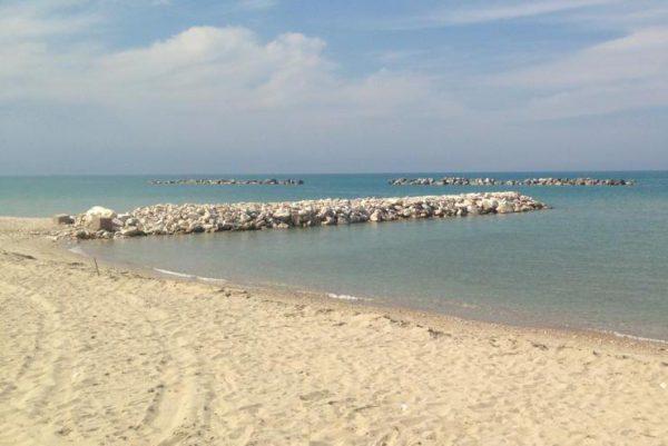 Campomarino, norme anti-Covid rigide: vietate le spiagge libere