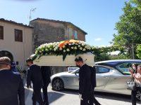 Bojano, lo strazio dell'addio: bandiere a mezz'asta e lacrime per Domenico