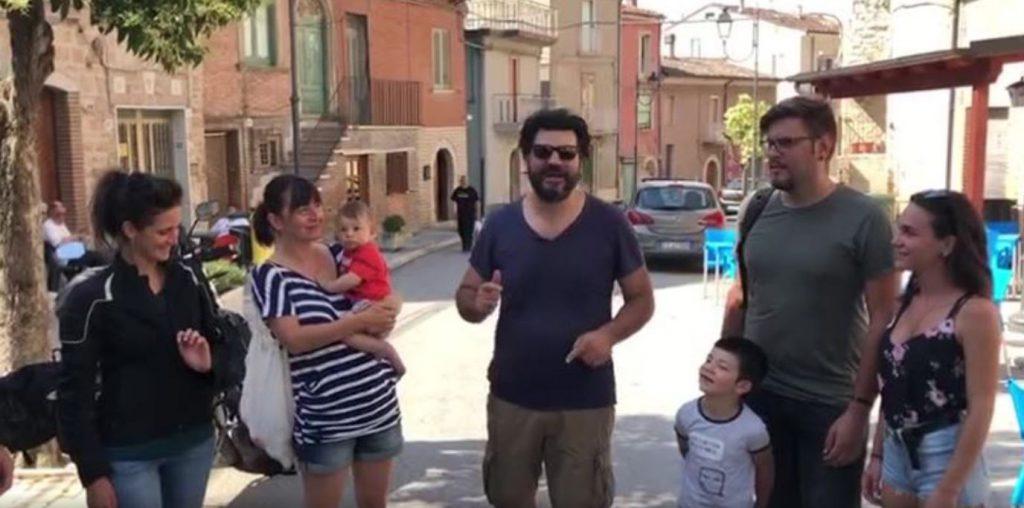 Regalati il Molise, un successo: i primi turisti lasciano il borgo tra abbracci e commozione