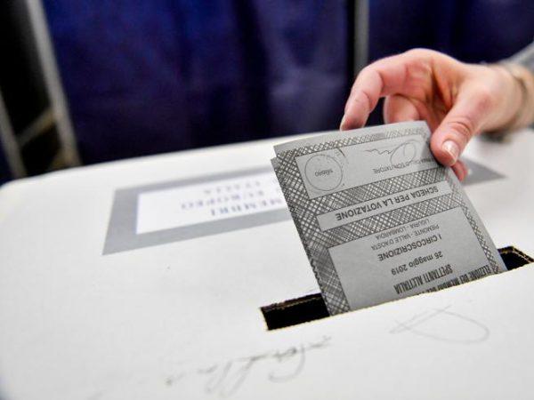 Elezioni 'self service': causa Covid lo scrutatore non imbuca le schede