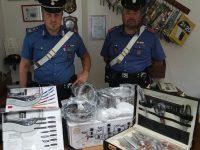 Isernia, in giro nel centro storico per vendere pentole e coltelli rubati: denunciato