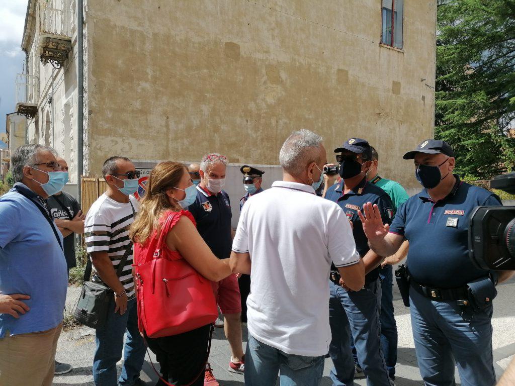 Presidio e cori contro il vertice della giunta, poi Marone incontra i lavoratori della Gam