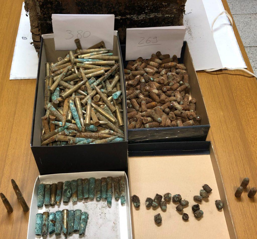 San Giuliano del Sannio, migliaia di munizioni chiuse in un baule sotterrato in un pollaio