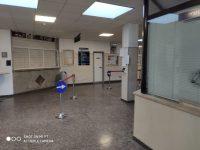 Chiuso il bar dell'ospedale Caracciolo, lo scontro politico corre sui social