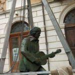Campobasso, Fred e la sua chitarra vegliano sulla città: la statua nel cuore del centro storico