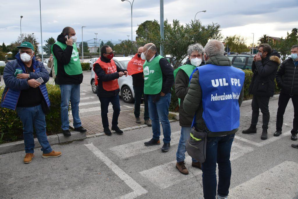 I sindacati a Termoli: «Se vogliono chiudere l'ospedale lo dicessero»