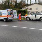 Roccaravindola, ferma l'auto e si accascia al suolo: gli agenti della Polstrada gli salvano la vita