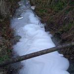 Scempio a Pozzilli, schiuma nel Funnone: gli sversatori hanno cambiato canale