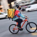 Un rider utilizzato per le consegna a domicilio. Genova, 11 gennaio 2021. ANSA/LUCA ZENNARO