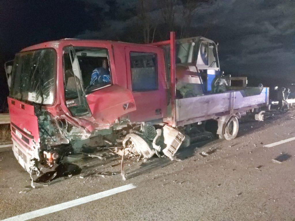 Schianto contro un camion sulla statale 17, automobilista ferito: positivo ai test su alcool e droga