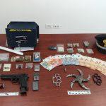 """Montenero, droga e """"armi ninja"""" in casa: arrestati dall'Arma"""