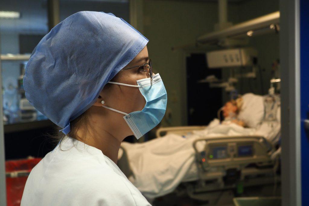 290420 - Epidemia pandemia coronavirus covdi-19 reparti di terapia intensiva ad alta e media intensità ospedale Sant'Orsola - medici infermieri personale sociosanitario - 290420 - REPARTO TERAPIA INTENSIVA COVID-19 OSPEDALE S ORSOLA - fotografo: BENVENUTI