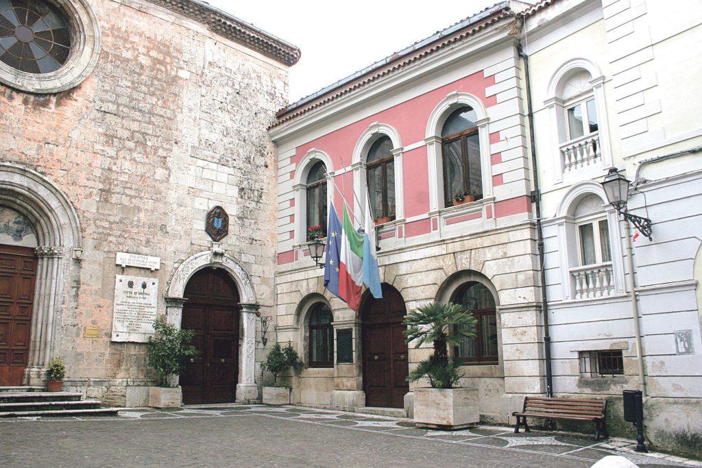 Elezioni a Isernia, il centrodestra in riunione e spunta l'idea: le primarie di coalizione