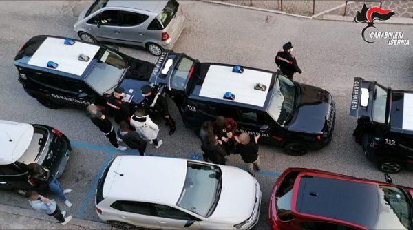 Covid-19, a Venafro i Carabinieri interrompono la movida: oltre 8mila euro di multe