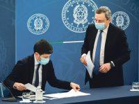 Italian Prime Minister Mario Draghi and Italian Health Minister Roberto Speranza (L) attend  a press conference at Chigi Palace, Rome, 16 april 2021. ROBERTO MONALDO/LAPRESSE/POOL/ANSA