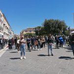 Campobasso, fermi da oltre un anno: in centro 'va in scena' il flashmob degli artisti molisani