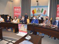Vetrina rosa, a Termoli euforia per l'arrivo del 'Giro'