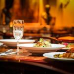 Il Ministero corre ai ripari: in 4 al tavolo del ristorante, il limite resta valido pure in zona bianca