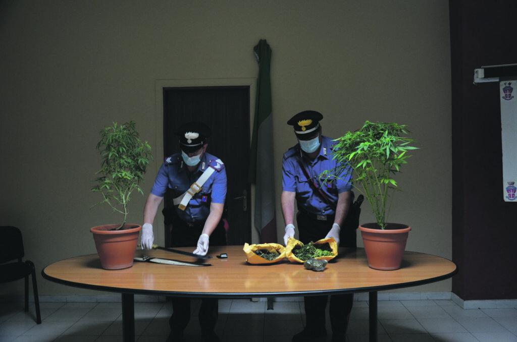 Larino, uniti dall'amore e dalla marijuana: arrestati