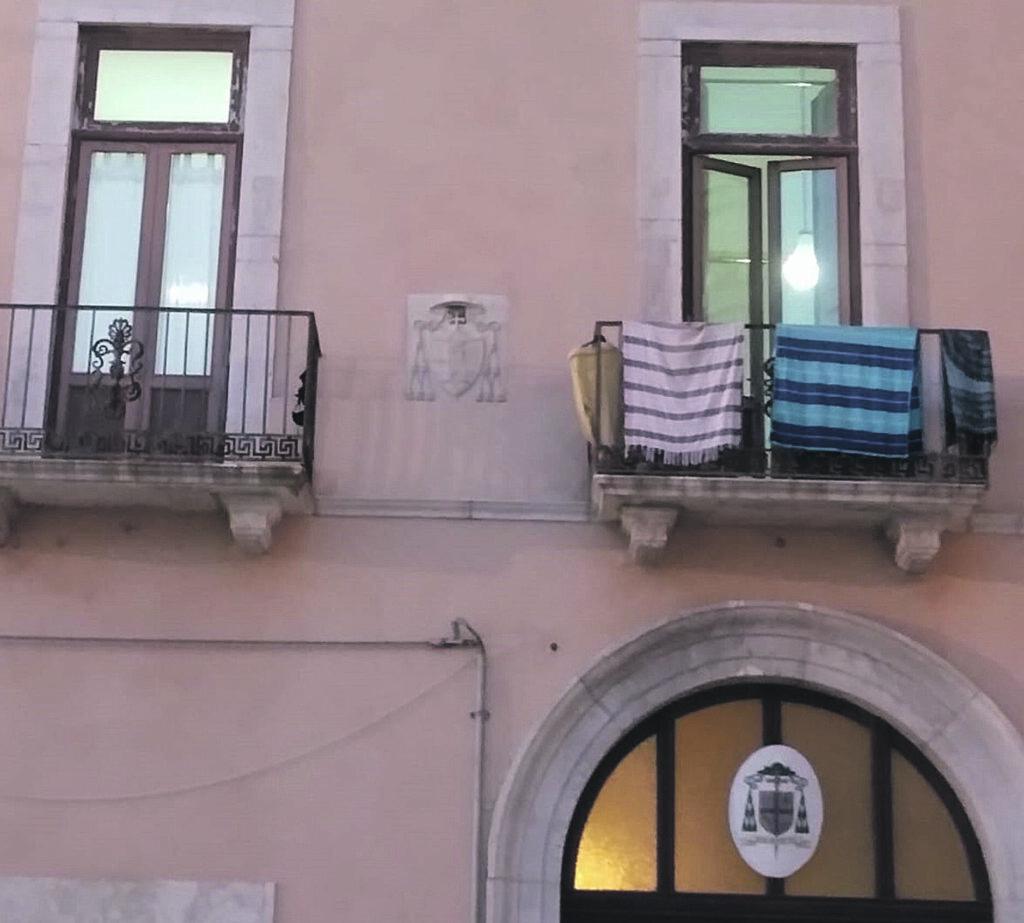 Termoli, lo storico Palazzo vescovile diventa B&B: esplode la polemica