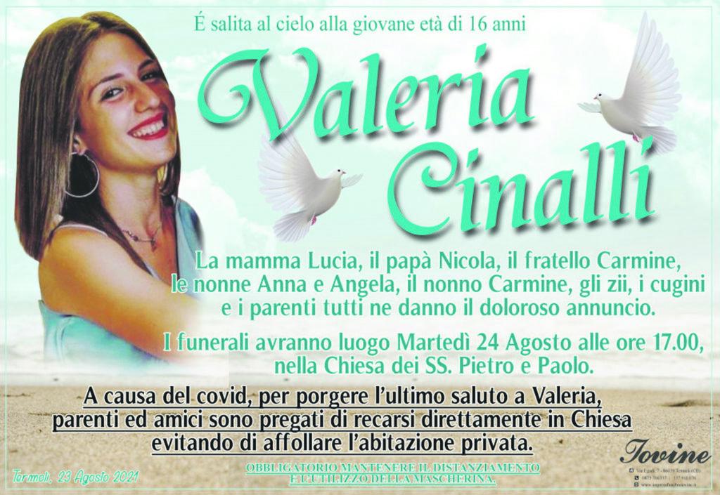 L'ultimo abbraccio alla 16enne Valeria Cinalli, oggi i funerali a Termoli