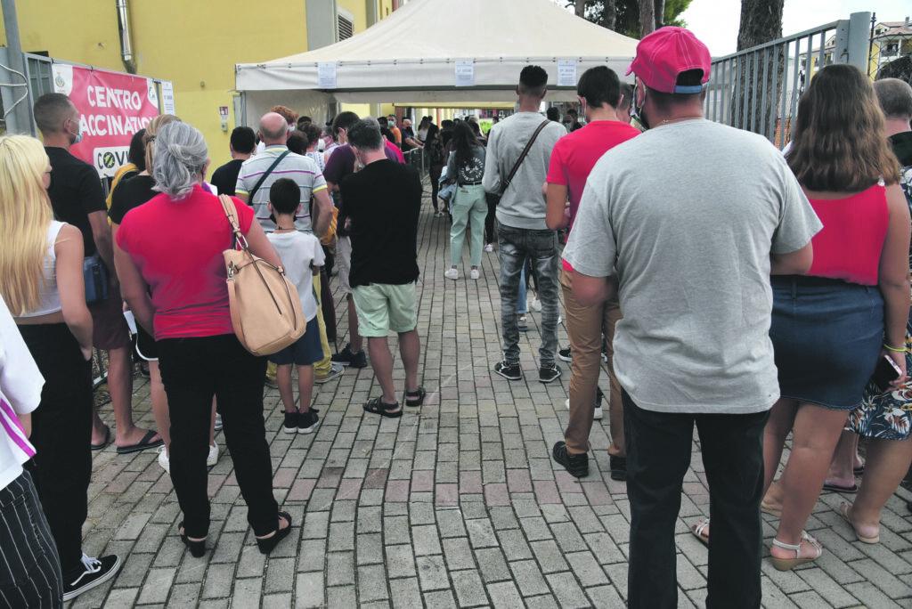 Termoli, tanti giovani in fila per vaccinarsi all'Open Day