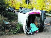 Larino, scontro tra un'auto e un mezzo della raccolta differenziata: due i feriti