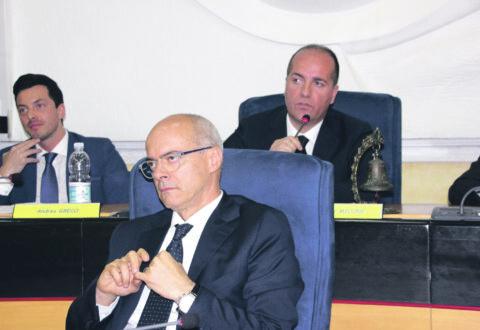 Toma battuto in Consiglio, dovrà annullare il Piano operativo sanitario 2019-2021