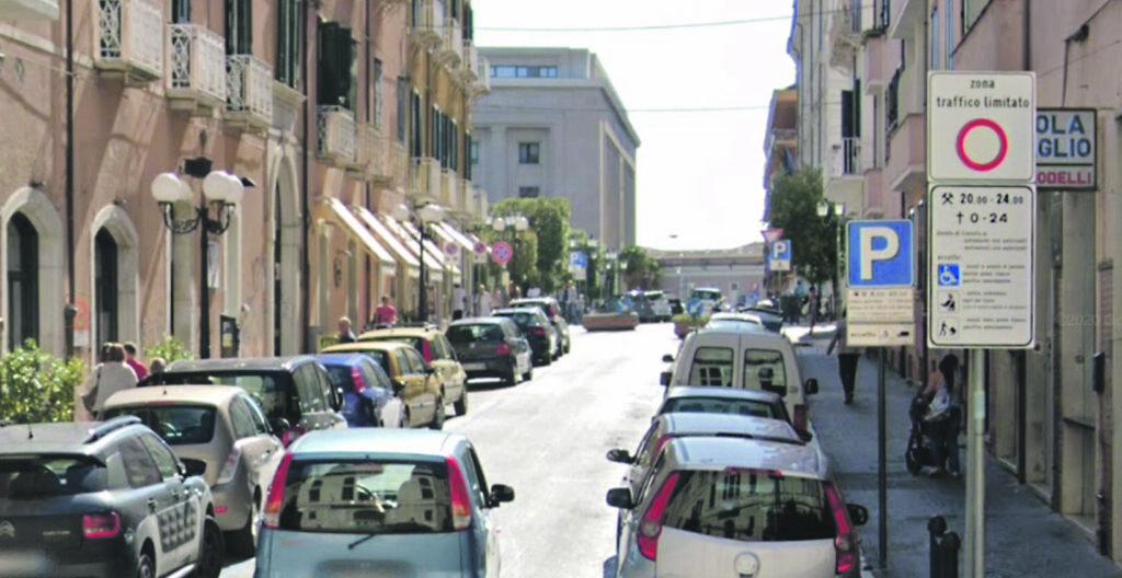 Campobasso, traffico limitato lungo le traverse del corso: un divieto ignorato da tutti
