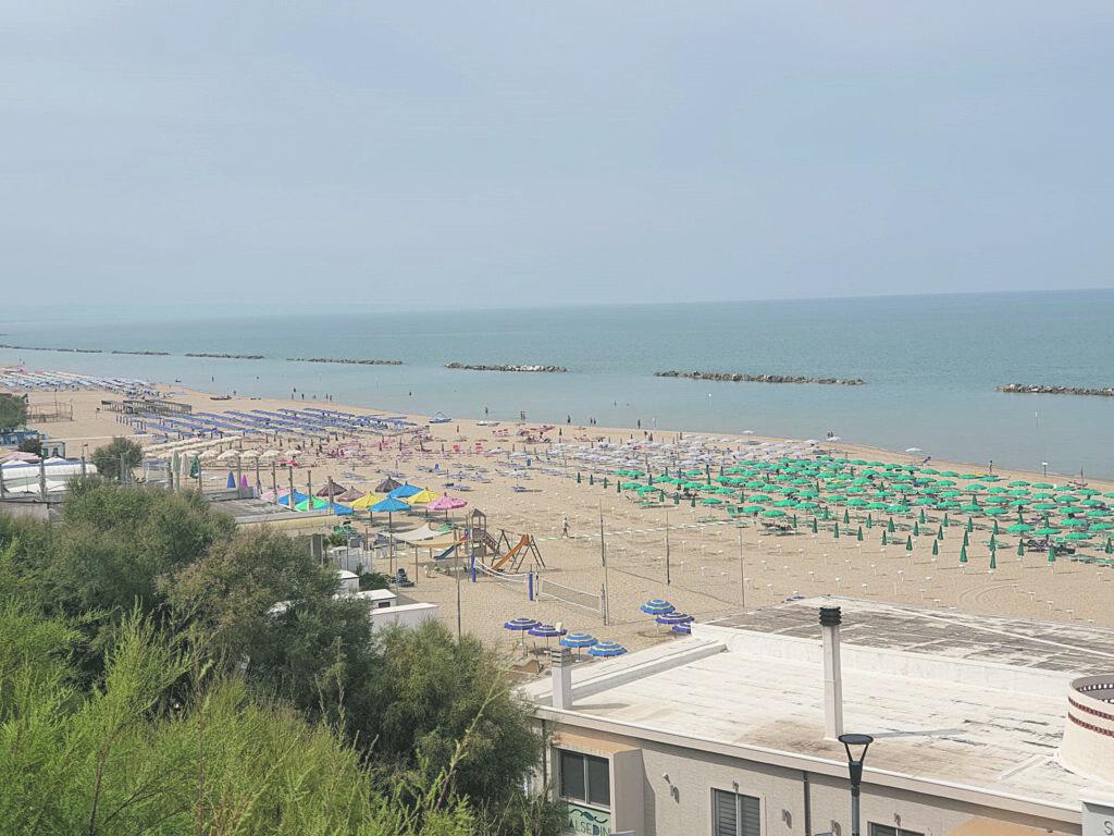 Mai così tanti bagnanti in spiaggia a settembre