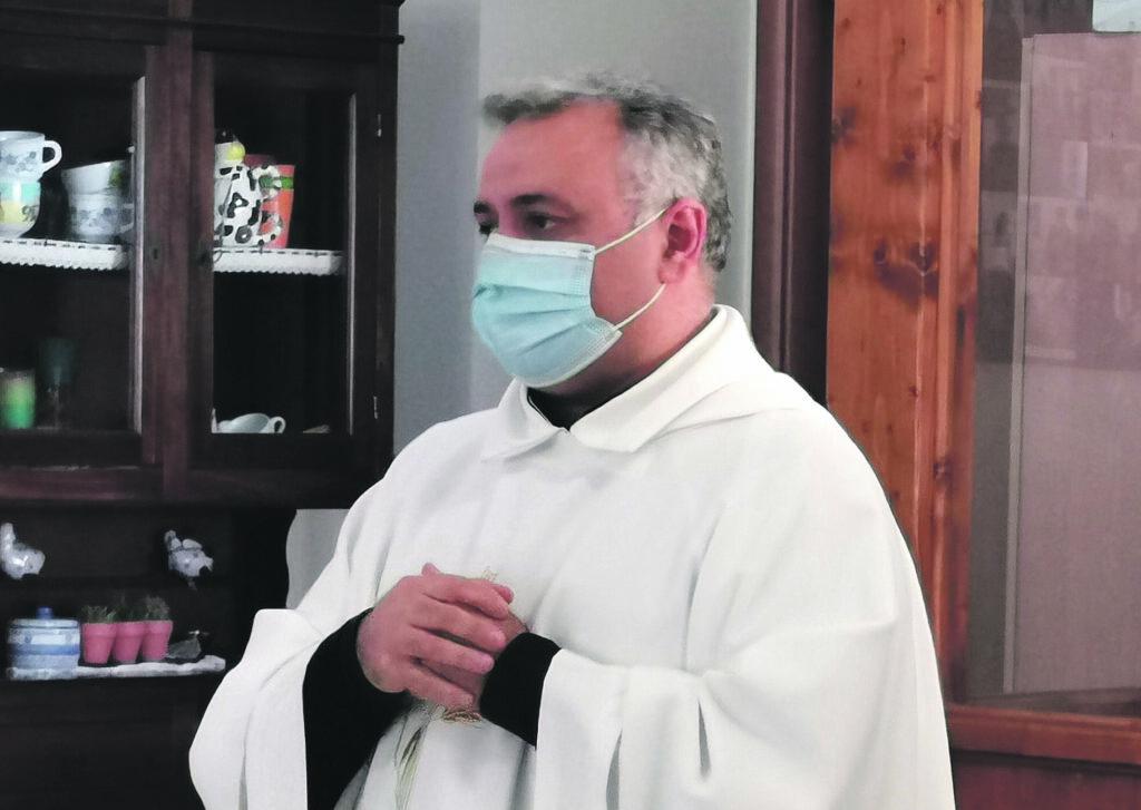 Trasferimento di don Peppino, le firme nelle mani di Bregantini: i fedeli ora confidano nel vescovo