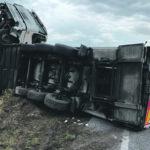 Tir si ribalta sulla Casilina, autotrasportatore in ospedale